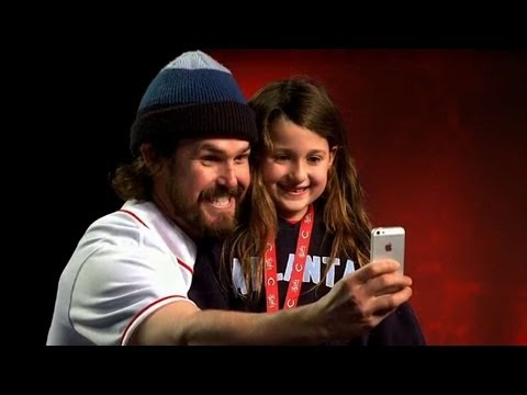 fan - Reds' reliever Sam LeCure snaps a selfie with a young Reds fan at this year's Redsfest Check out http://MLB.com/video for more! About MLB.com: About MLB.com:...