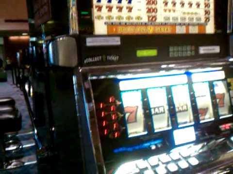 Las Vegas slot machine double gold airport