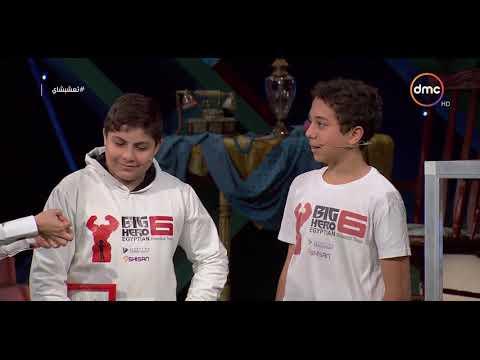 """غادة عادل ومحمود الليثي يجربان """"غزل بنات"""" صنعه روبوت"""