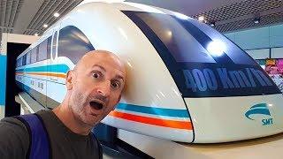 Embarquez avec moi à bord d'un train à suspension magnétique (Maglev) à Shangai, et vivez la prise de vitesse en direct vers...