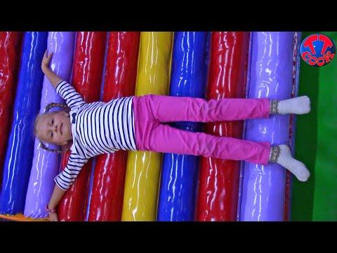 Ярослава в Развлекательном Центре для детей / play time at the indoor playground (видео)