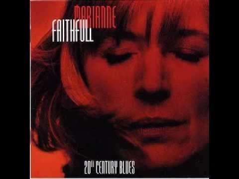 Tekst piosenki Marianne Faithfull - Falling In Love Again po polsku