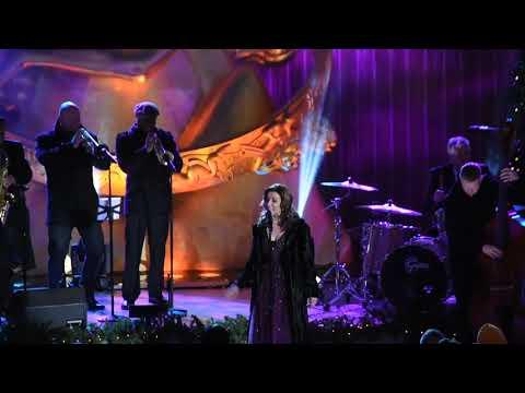 Martina McBride at Rockefeller Center singing Coming Down the Chimney