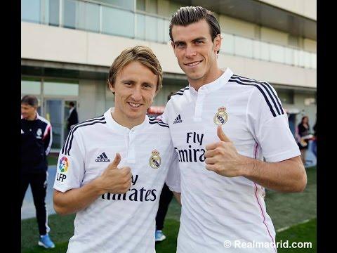 madrid - La plantilla y el cuerpo técnico posaron junto al presidente Florentino Pérez. Suscribirse al Real Madrid en YouTube: http://bit.ly/NSyxv8 Sigue el Real Madr...