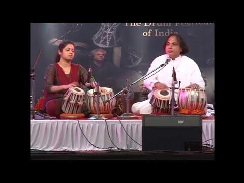 Video Taalyogi Pandit Suresh Talwalkar & Savani Talwalkar at Damru Festival download in MP3, 3GP, MP4, WEBM, AVI, FLV January 2017
