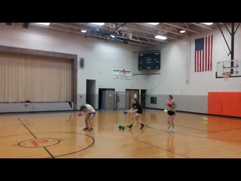Tämän vuoksi kenenkään ei kannata pelata polttopalloa softball-pelaajan kanssa – tyttö sai täystyrmäyksen