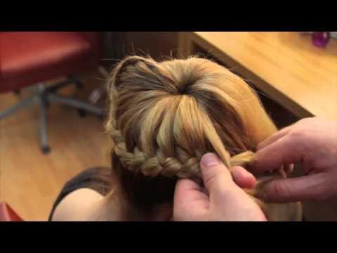 Как сделать шишку с бубликом на средние волосы
