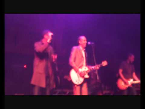 0 Mick Jones airs Clash playlist in Liverpool (the overdue video review)