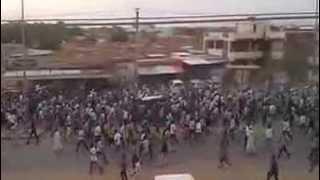 Video مظاهرات السودان.. تشييع مهيب لجثمان الشهيد هزاع في شمبات MP3, 3GP, MP4, WEBM, AVI, FLV Juli 2018