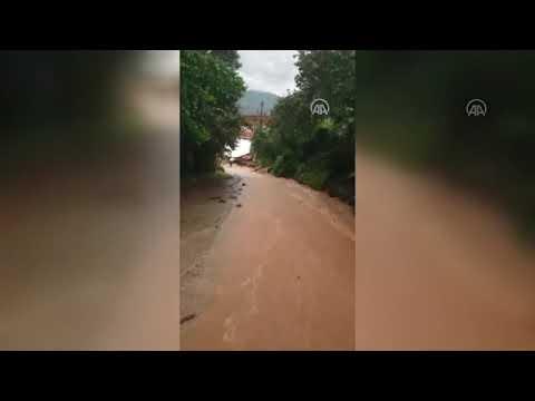 Giresun'da yoğun yağmur yağışı dereleri taşırdı.