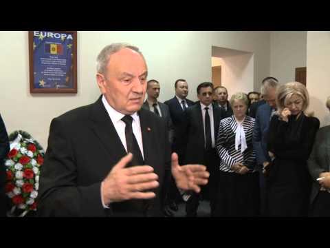 Президент Николае Тимофти принял участие в бдении у гроба бывшего директора Национального института юстиции Анастасии Паскарь
