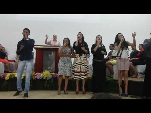 Cantando o hino favor de Deus em Araguaçu