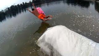 Human Slingshot Slip and Slide (прыжки с трамплина в воду, самодельная водная горка)