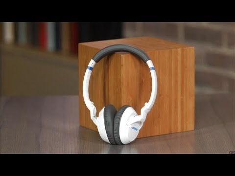 Bose's ultracomfortable on-ear headphone gets a slight makeover