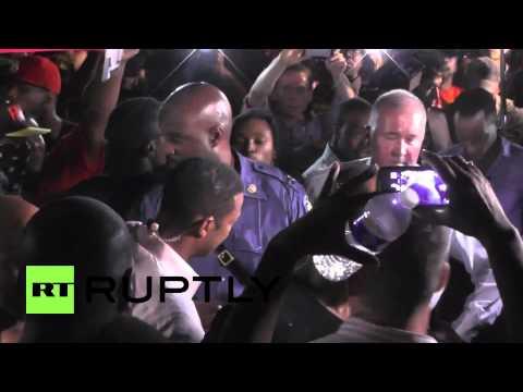 Hoe Ronald S. Johnson het gezicht werd van de vriendelijke agent in Ferguson