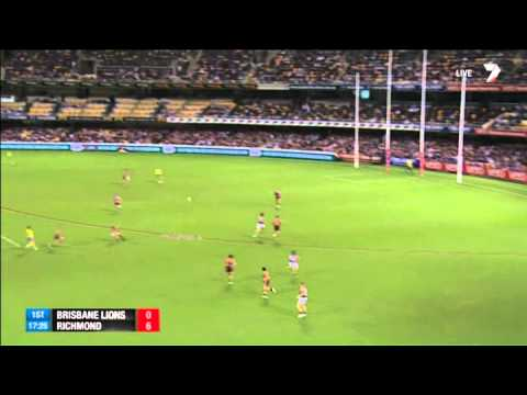 Jumping Jack Riewoldt takes a screamer – AFL