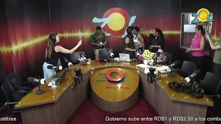 Equipo de Radio Cadena Comercial soprende a Zoila Luna por su cumpleaños