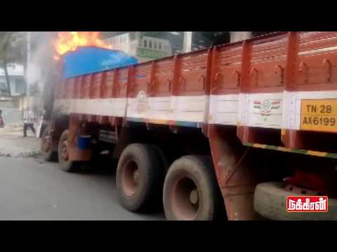 Lorry-burnt-in-Bangalore-Karnataka-Cauvery-River-Issue