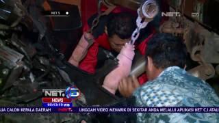Video Mobil Tabrak Truk Pengangkut Sparator Jalur Transjakarta di Mampang - NET5 MP3, 3GP, MP4, WEBM, AVI, FLV November 2017
