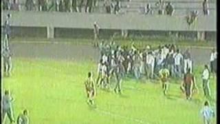 O Vitória jogando com terceiro uniforme (amarelo) empata pela Copa do Brasil contra o Palmeiras. Numa noite inspirada Petkovic explode a Fonte Nova. Primeiro...