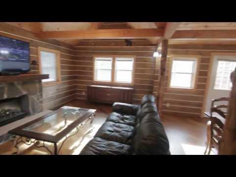 The Poconos, Pennsylvania - Newly Renovated Mid Century Ranch with Stream - Sleeps 8