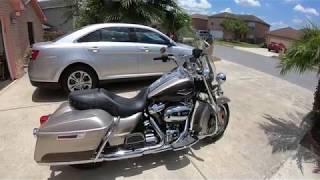 10. 2018 Harley Davidson Road King Silver Fortune and Sumatra Brown