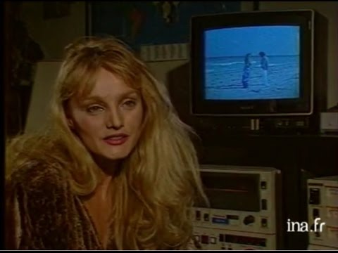 Interview Arielle Dombasle - JT Antenne 2 (19 septembre 1986)