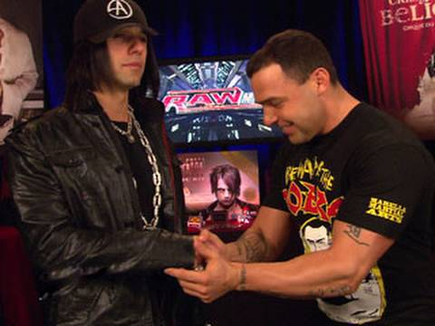 Criss Angel perfroms a cutting edge illusion for Santino
