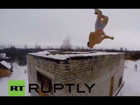 Jóvenes rusos haciendo locuras en la nieve
