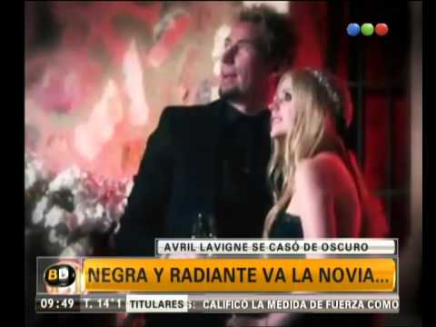 Avril Lavigne se casó de negro – Telefe Noticias