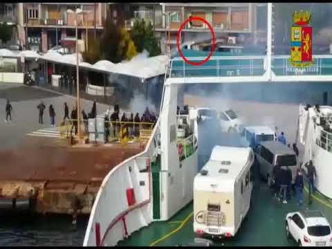 Bomba carta contro traghetto. Le immagini della digos