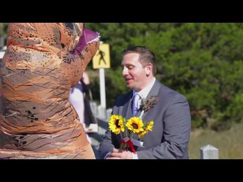 Do dnia ślubu nie widział sukni ślubnej swojej żony! Gdy się odwraca głośno wybucha śmiechem!