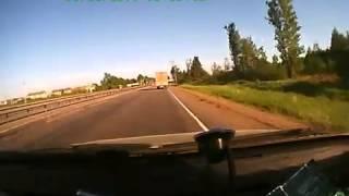 Kamion megforgatja a személyautót