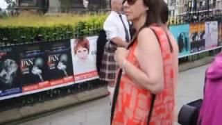 Scotland's music and traditional costumes are famous not only in United Kingdom, but also around the world. Please enjoy this short movie and listen original Scottish music in the beautiful city of Edinburgh/Muzica și costumația tradițională scoțiană sunt faimoase nu doar în Regatul Unit ci prin toată lumea. Vă rugăm relaxați-vă vizionând acest filmuleț și ascultând muzică originală scoțiană în frumosul oraș Edinburgh