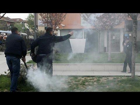 Κόσοβο: Δακρυγόνα στην ορκωμοσία του νέου προέδρου