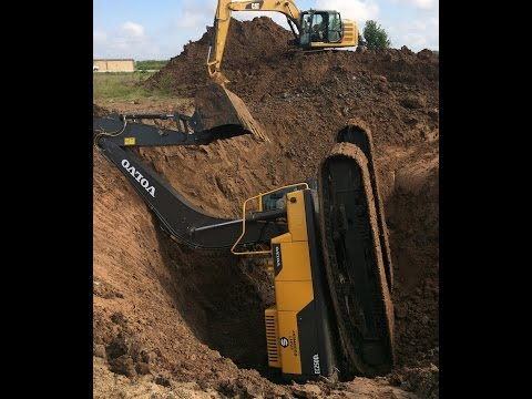 Trackhoe Accident! Excavator Fell into Hole! Two Excavators and a Dozer to Rescue! Caterpillar