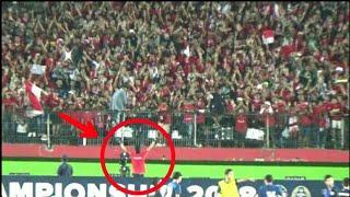 Video Dirijen Bonek datangi Tribun Suporter Timnas,Suasana langsung berubah | Final Indonesia vs Thailand MP3, 3GP, MP4, WEBM, AVI, FLV Agustus 2018