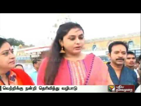 Actress-Namitha-visits-Tirupati-temple-to-fulfill-her-vow