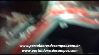 Carro destruiu o banhiero de uma casa no Bairro Paloma