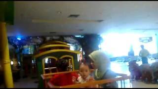 video lucu anak kecil naik kereta api Video