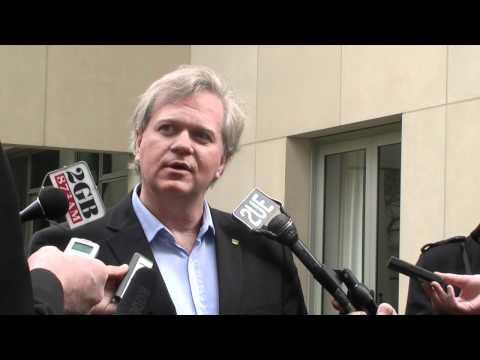 Nobelpreisträger Professor Brian Schmidt  's Pressekonferenz im Parlamentsgebäude