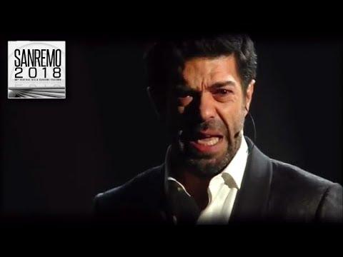 """Sanremo 2018 - Pierfrancesco Favino emoziona con il monologo """"La notte..."""""""