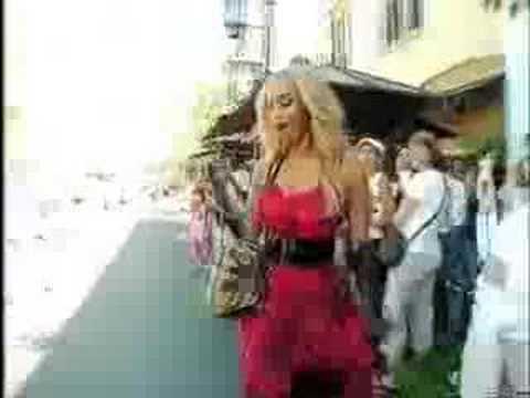 Tyra Banks quiere moverlo como Shakira y Beyonce