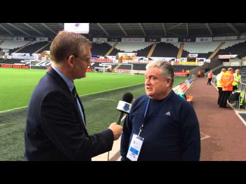 Video: Pitchside build-up with Ronnie and Darren