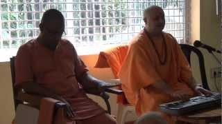 Swami Nalinanand Giri Ji- Satsang(Dhun) In Anand Ashram KANHANGAD,KERALA Part1