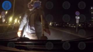 Страшный клоун с вантузом напал на машину петербуржца в Купчино