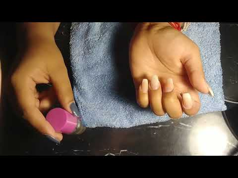 Relleno de uñas acrilicas con diseño sencillo