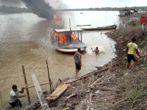 Embarcação explode em Atalaia do Norte-