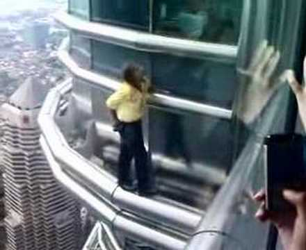 Alain Robert on the Petronas Towers