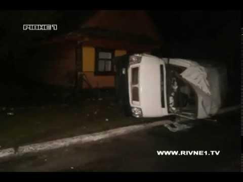 У місті Дубровиця водій в'їхав у будинок і загинув [ВІДЕО]